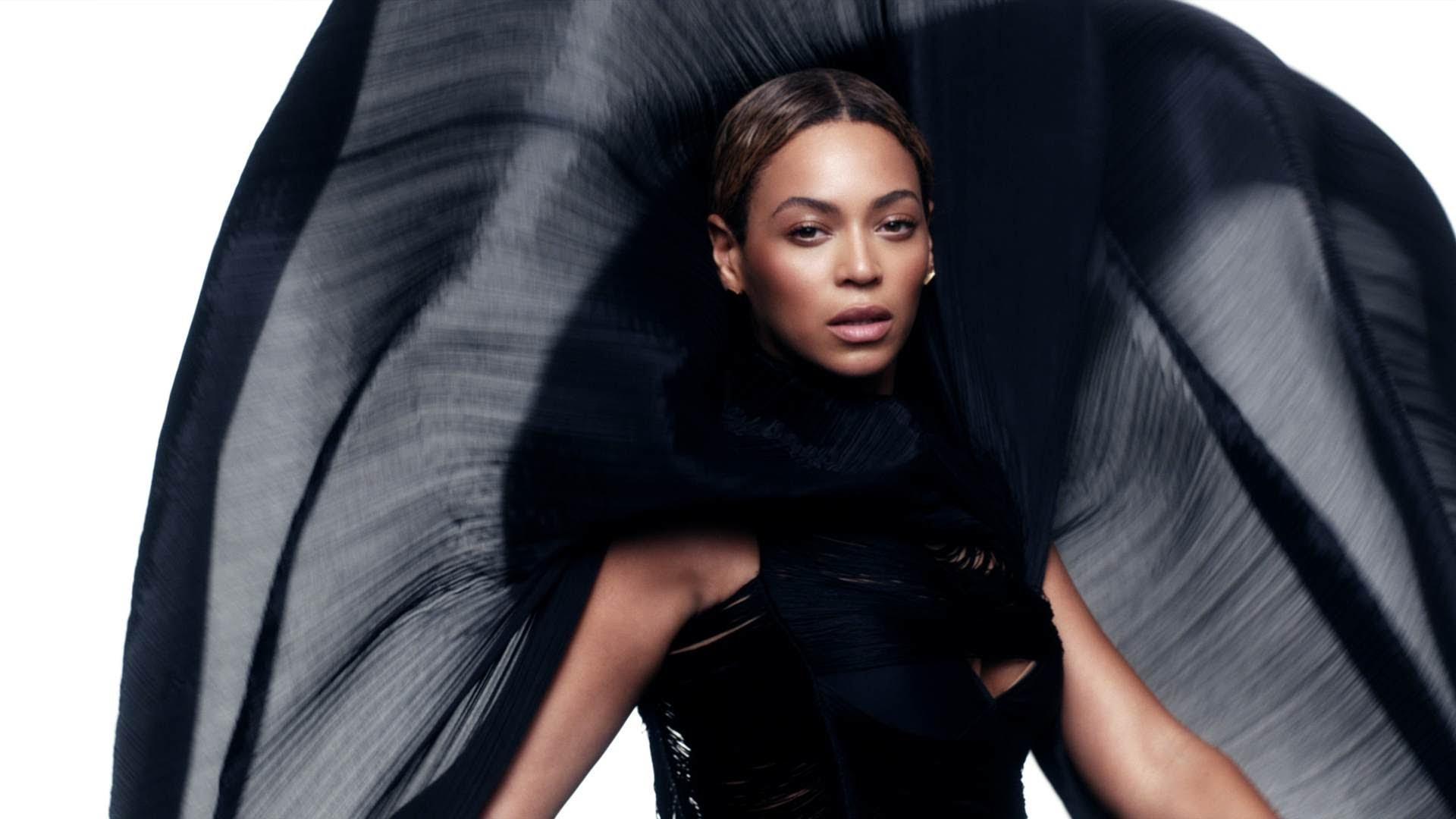 Zato je zovu Queen B: Beyonce objavila novi album sa 14 novih pjesama i 17 spota