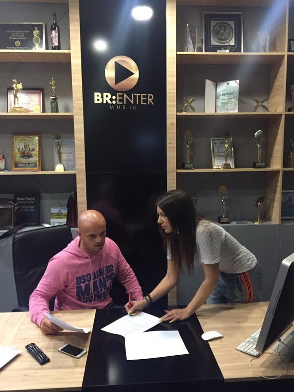 Mirna i Boban potpisivanje ugovora